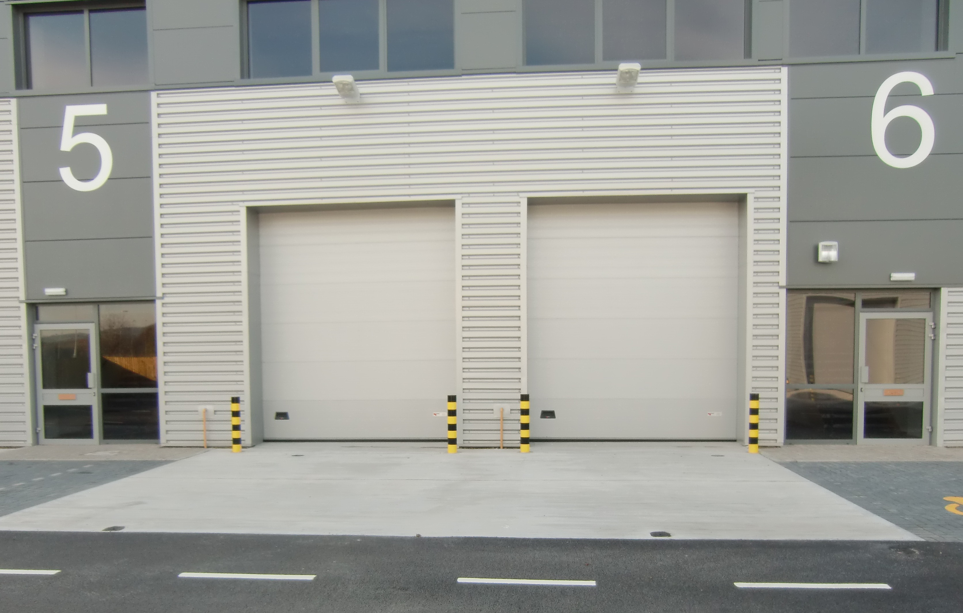 Sectional overhead door industriesdoor industries